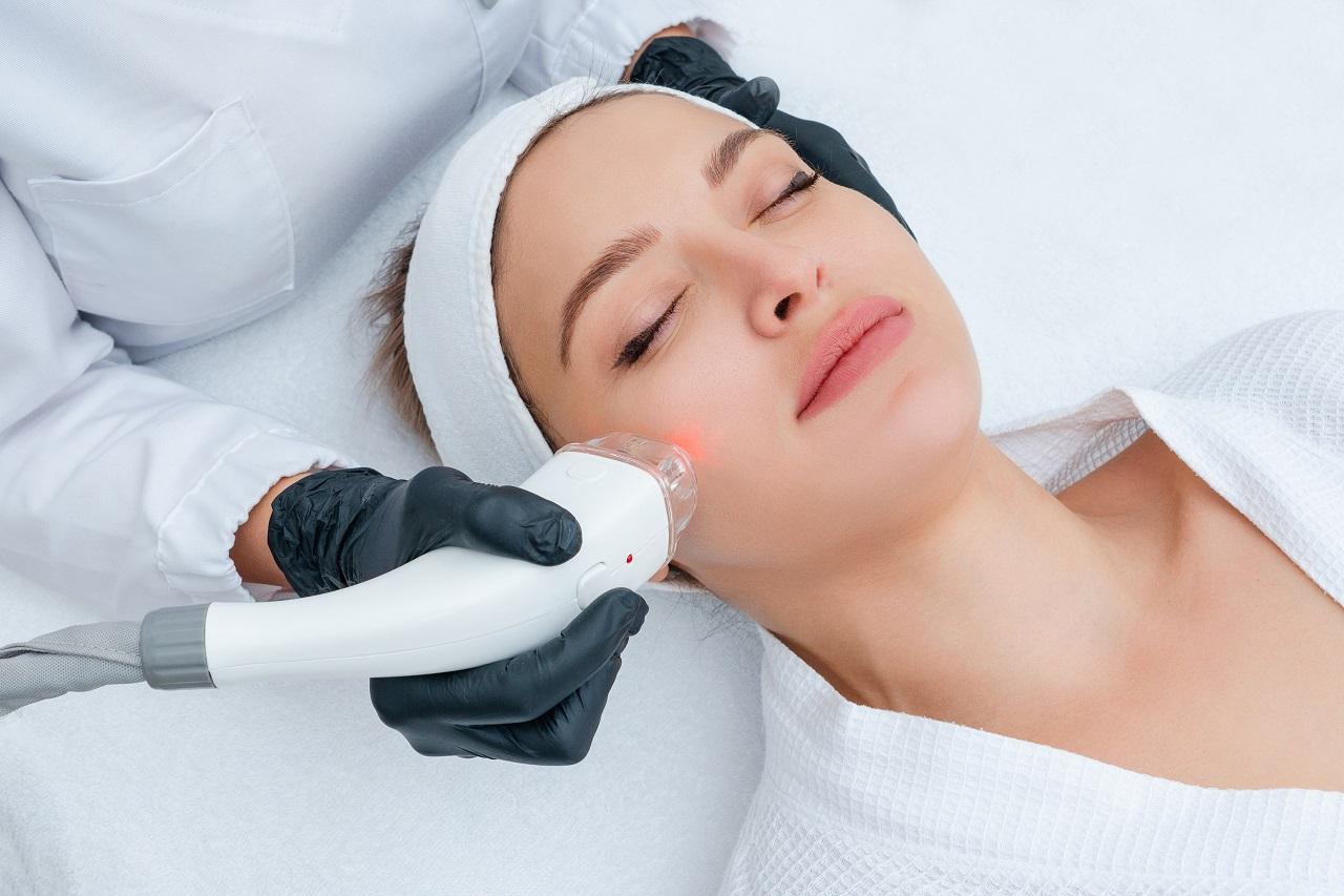 Akcja regeneracja! Zabieg laserowy + osocze bogatopłytkowe na piękną i młodą skórę